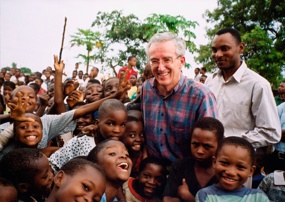 Peter-Bell-with-crowd-of-Mozambique-kids-SM.jpg